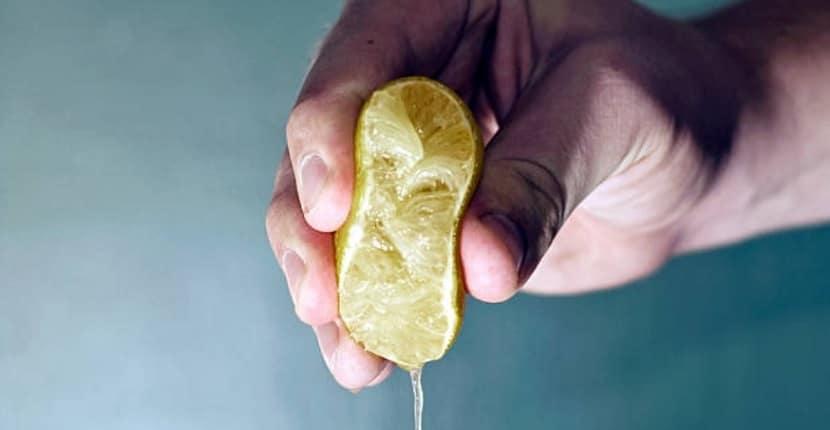 Cómo quitar la nicotina de los dedos con limón