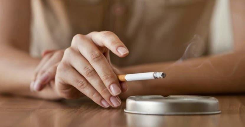 Cómo quitar las manchas de nicotina