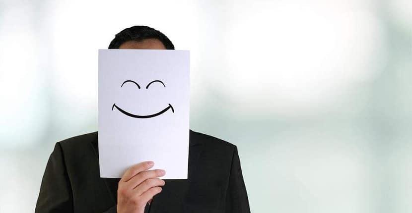 Cómo fingir una sonrisa
