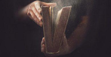 Cómo eliminar el polvo de un libro