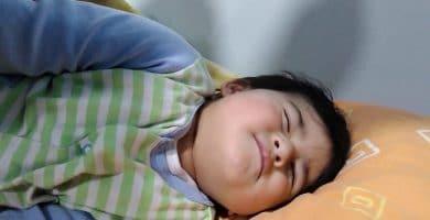 Cómo fingir estar dormido