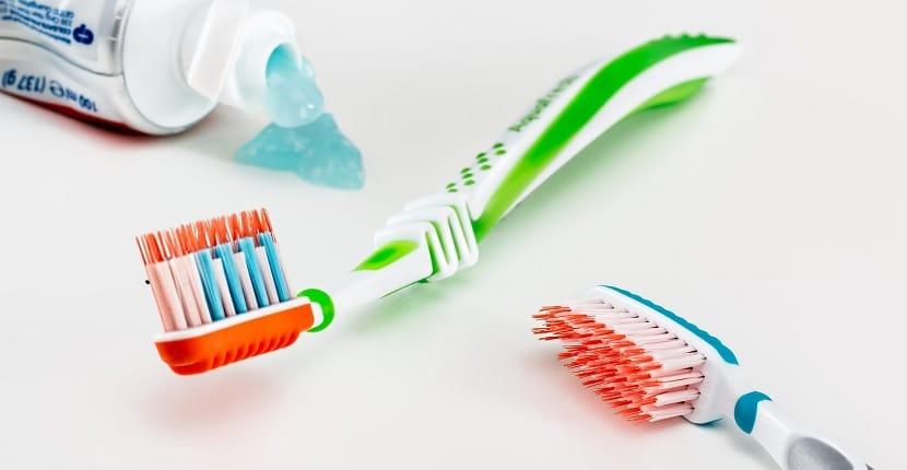 Cómo limpiar férula dental